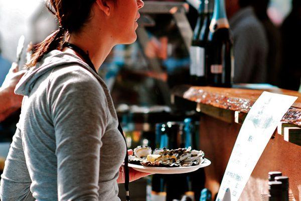 oyster-bar-girl