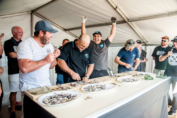 2018-narooma-oyster-festival-shucking-competition-3