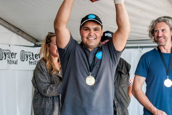 2018-narooma-oyster-festival-shucking-competition-4