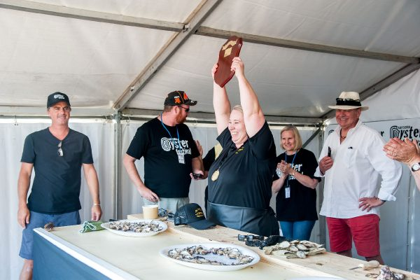 2018-narooma-oyster-festival-shucking-competition-5